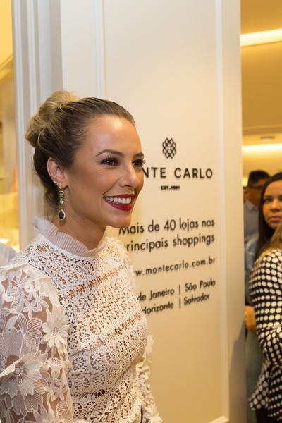 d00993dc537 Paolla Oliveira e mais famosas vão a inauguração em Salvador - Mais ...