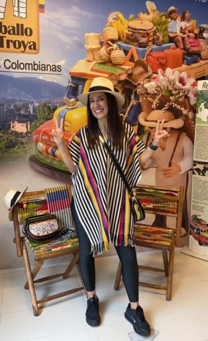 Barbara Figuccio na Loja Artesanias Caballo de Troya