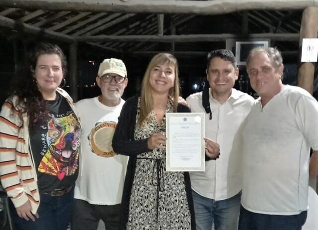 Valéria e o vereador Luiz Carlos Ramos Filho com diretoria da Liga