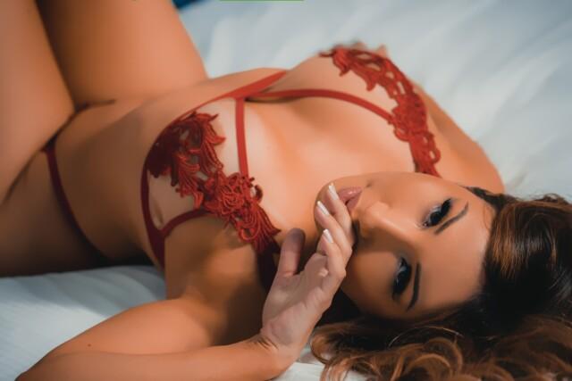 """Yu Ferracini, da 'Casa das Pimentinhas', posa sexy e entrega cantadas de  famosos: """"tem até humorista"""" - Mais Mídia"""