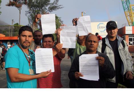 Mil trabalhadores receberam a carta de demissão - Foto: Evelen Gouvêa