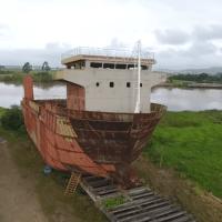Navio em estaleiro abandonado em Itajaí é o retrato da Indústria Naval no Brasil - veja o vídeo