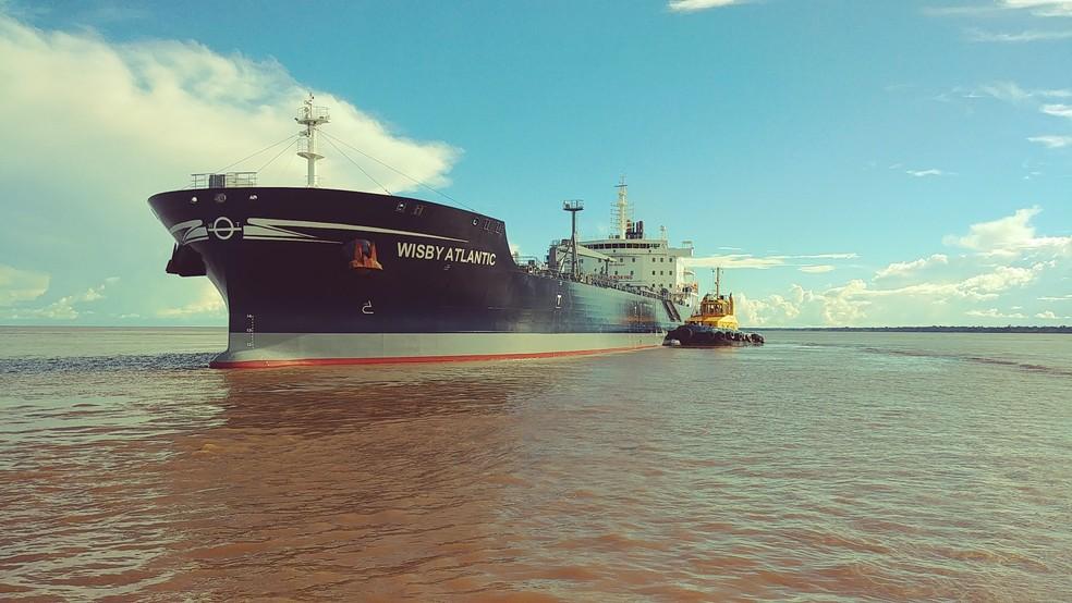 Sem prático, navio petroleiro encalha próximo a Macapá