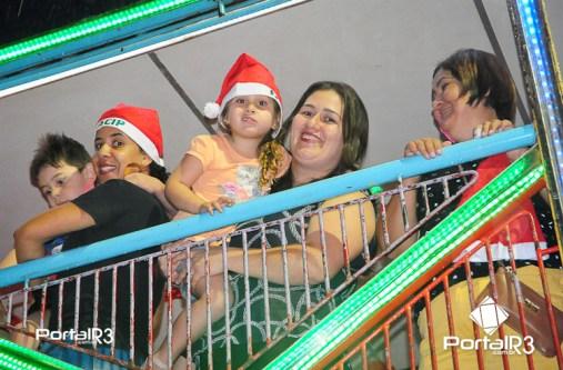 Chegada do Papai Noel em Pindamonhangaba. (Foto: Luis Claudio Antunes/PortalR3)