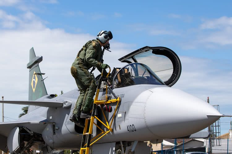 VÍDEO: Caça F-39 Gripen faz primeiro voo no Brasil entre SC e São Paulo |  PortalR3 |