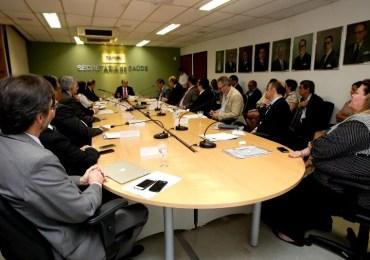 Secretários entregam documento a ministro da Saúde