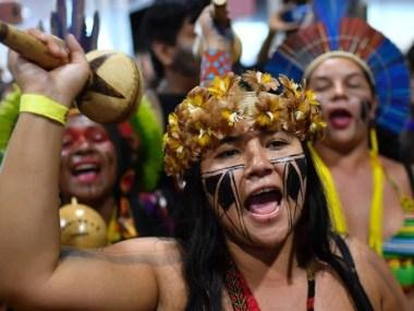 Mulheres indígenas protestam contra a municipalização do SUS