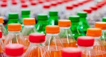 Consumo de bebidas açucaradas aumenta em até 40% o risco de câncer