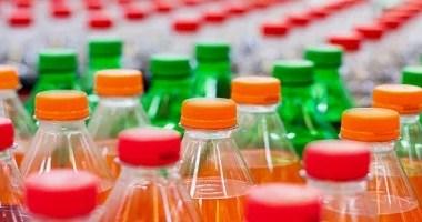A associação entre refrigerantes e o risco de mortes é alertada pela OMS