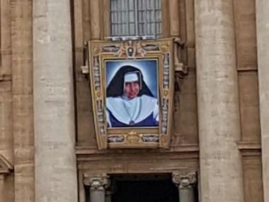 Foto de Irmã Dulce é colocada na Praça de São Pedro, no Vaticano