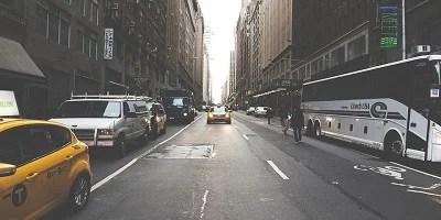 Indústria automobilística quer adiar uso de tecnologia limpa em ônibus e caminhões