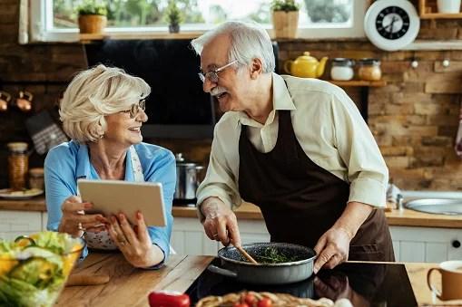 Papo Seguro: cuidados na alimentação do idoso
