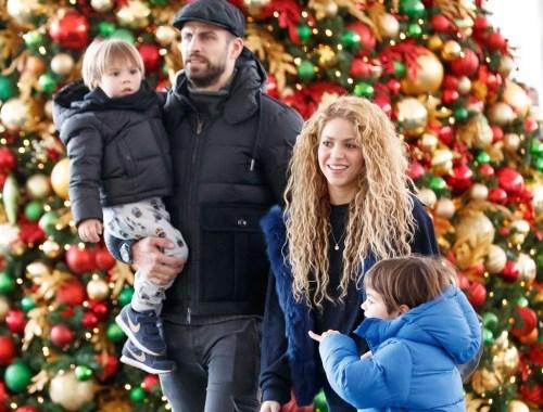 Shakira, Piqué, Milan e Saha no Aeroporto Internacional de Nova York