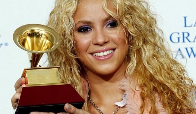 Shakira faz história ao ganhar troféu no Grammy Awards 2018