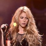 Com medo de perder a voz, Shakira não irá operar cordas vocais...