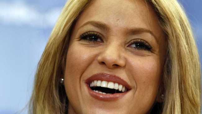 """Shakira faz live de """"Toneladas""""."""