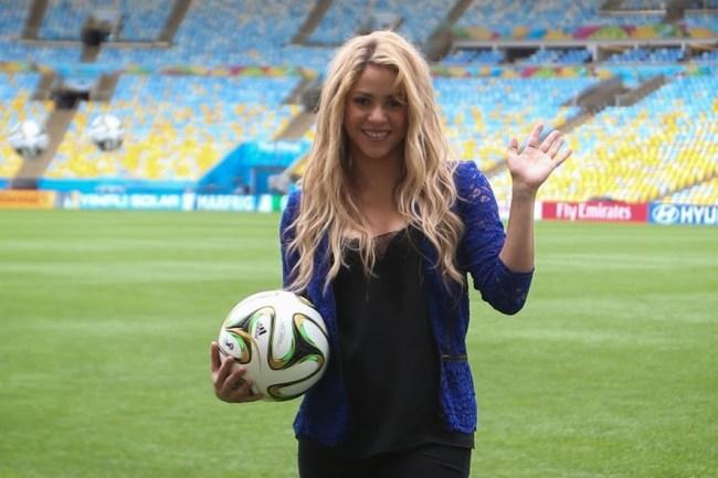 Há 4 anos, Shakira era aclamada para salvar a abertura da copa no Brasil