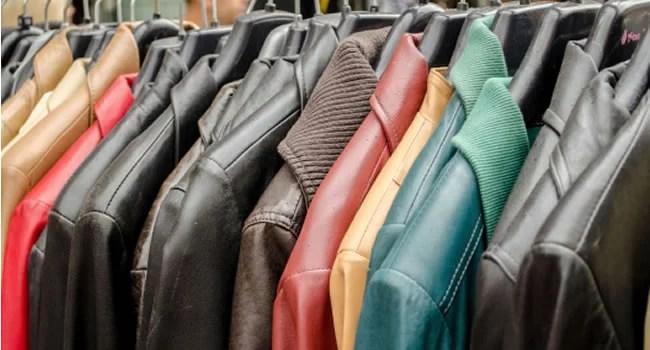 limpando jaquetas e casacos de couro