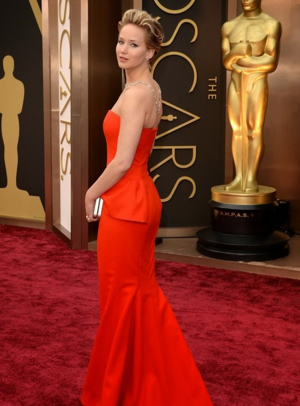 jennifer-lawrence-oscars-2014-red-carpet-07