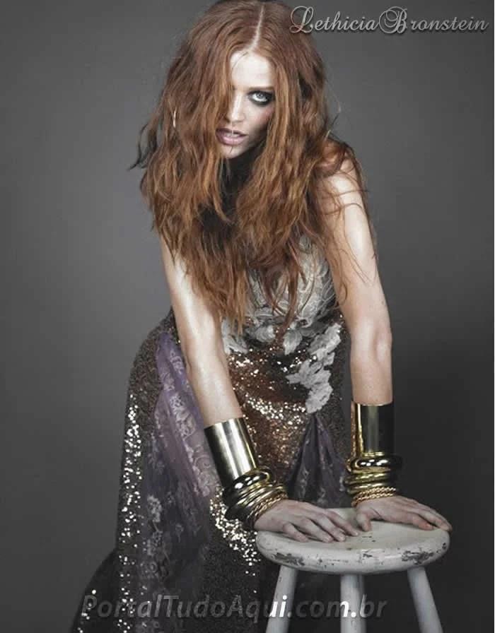 vestido de festa-Lethicia Bronstein-longo-cinza-todo-bordado-paete-pedrarias