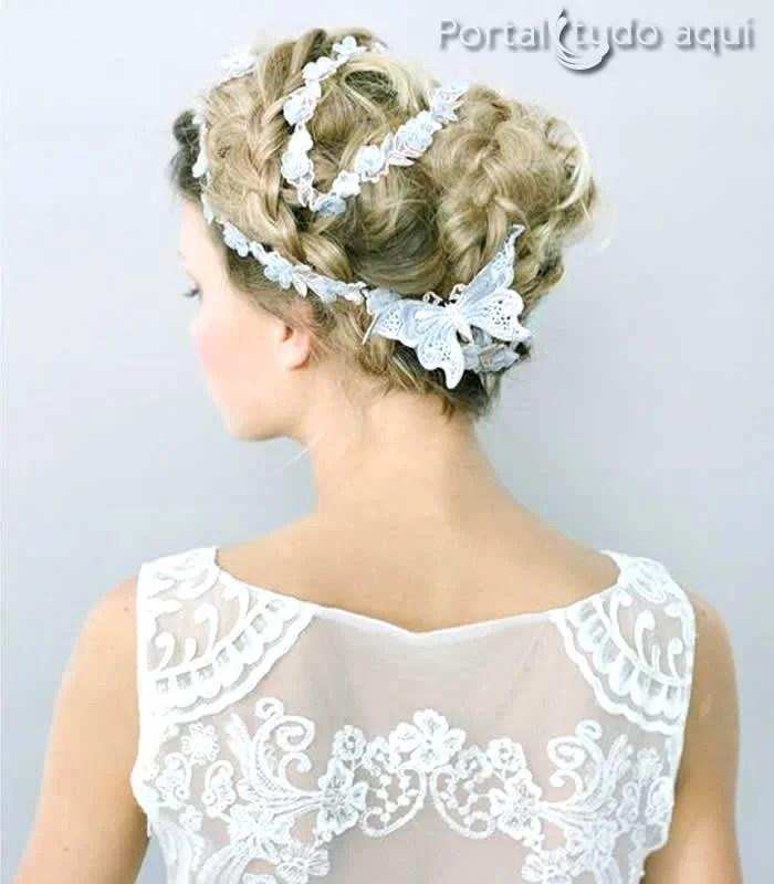 penteados-para-noivas-cabelo-coque-com-arranjo-flores-de-tecido