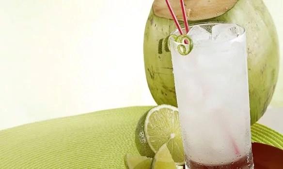 suco com água de coco e limão