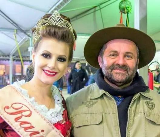 RAINHA E NICOLA GAVA