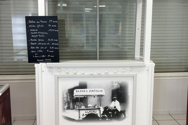 Plaques en bois imprimées pour Kiosque Glaces Antolin par SUDETIC