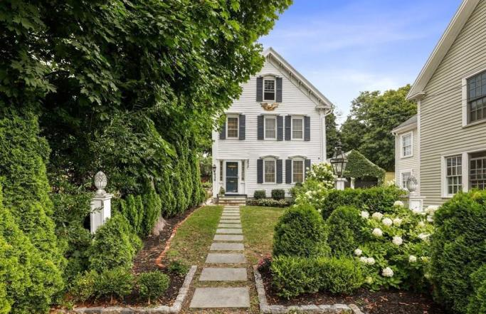 Elegant 2BR Point Shore Colonial in Amesbury