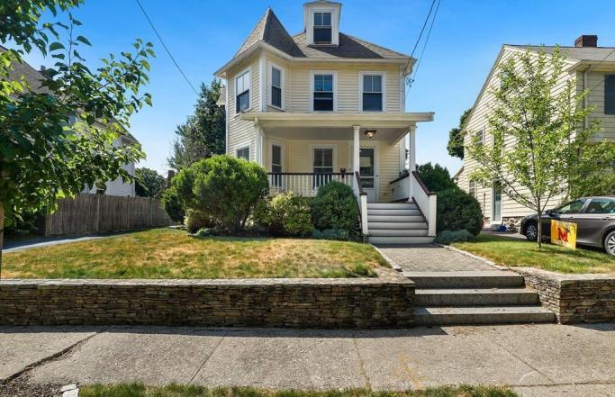 Elegant 4BR Antique Victorian in Melrose