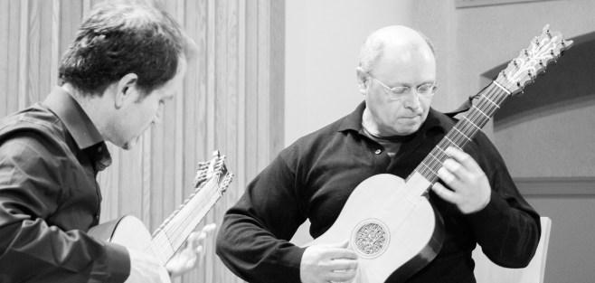 duo-playing-bw-m
