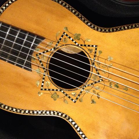 manuele-listen-guitar-detail-4