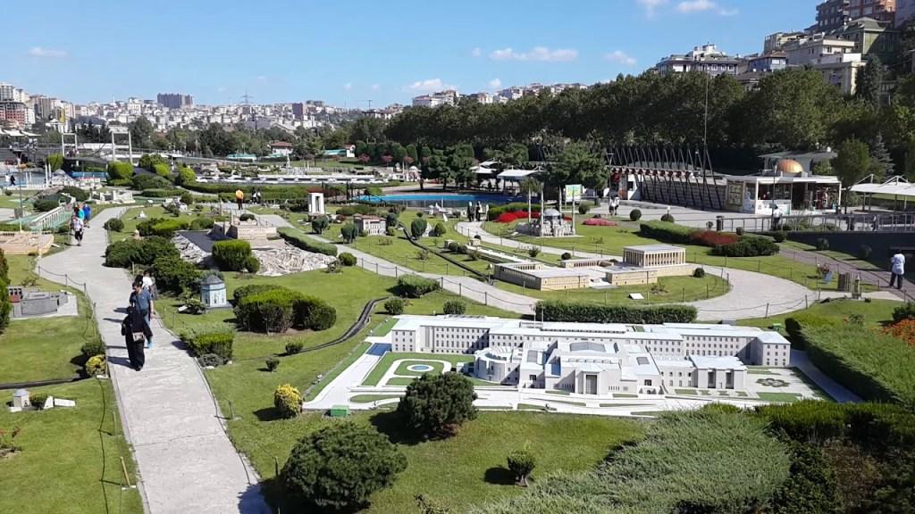 حديقة مينيا تورك Miniaturk - DescriptionMiniatürk is a miniature park situated at the north-eastern shore of Golden Horn in Istanbul