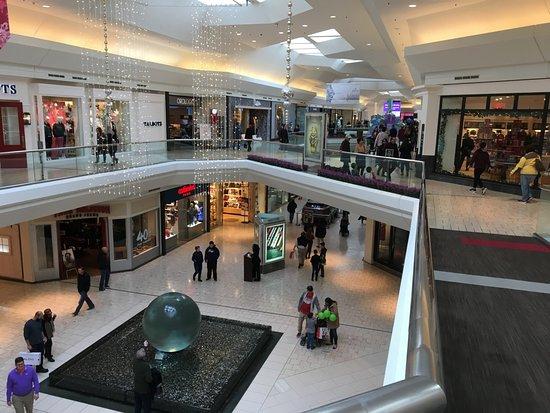 مول Kanyon Shopping Mall - DescriptionKanyon is a multi-purpose complex located on the Büyükdere Avenue in the Levent business district of Istanbul