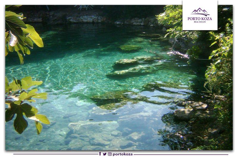 مياه ينبوع كرامات الكبريتية تجذب اليها السياح