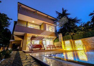 فيلا للبيع  مقيم للجنسية التركية غرف 8+2 في بيوك جكمجة