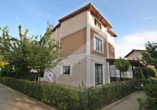 فيلا للبيع  مقيم للجنسية التركية غرف 4+2 في بيوك جكمجة ، حي معمار سنان