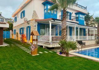 فيلا للبيع  مقيم للجنسية التركية غرف 10+1 في باشاك شهير ، حي بهشا شهير