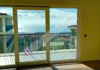 شقة للبيع  على البحر غرف 2+1
