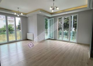 شقة للبيع  مناسبة للعائلات غرف 4+2 في بيليك دوزو
