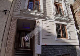 بناء كامل للبيع  مقيم للجنسية التركية في تقسيم ، حي جيهان جير