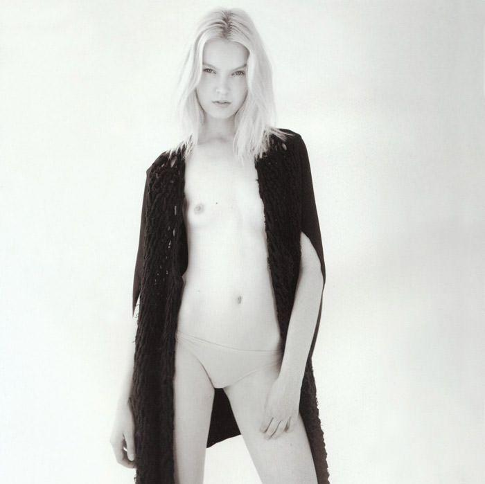 """Anastasija Kondratjeva photographed by Barnaby Roper in """"Star Child"""" for S Magazine #10 3"""