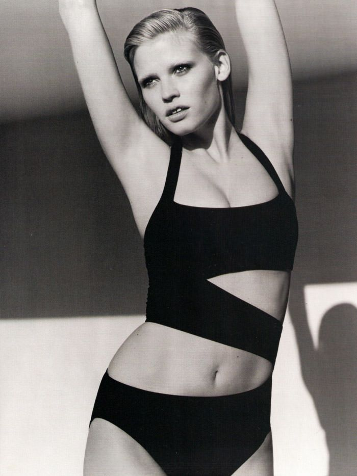 "Lara Stone photographed by Alasdair McLellan in ""Go Figure"" for Vogue UK, April 2010 7"