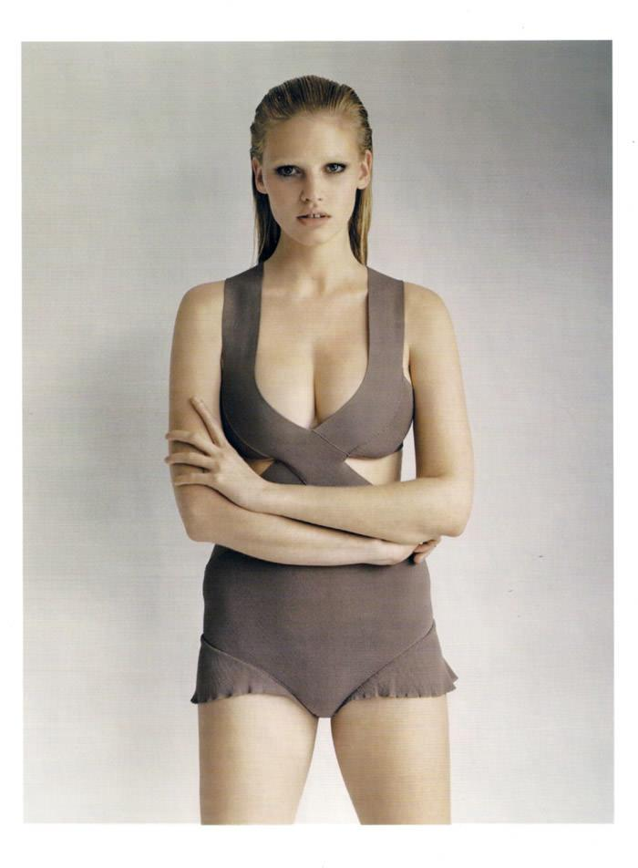 "Lara Stone photographed by Alasdair McLellan in ""Go Figure"" for Vogue UK, April 2010 9"