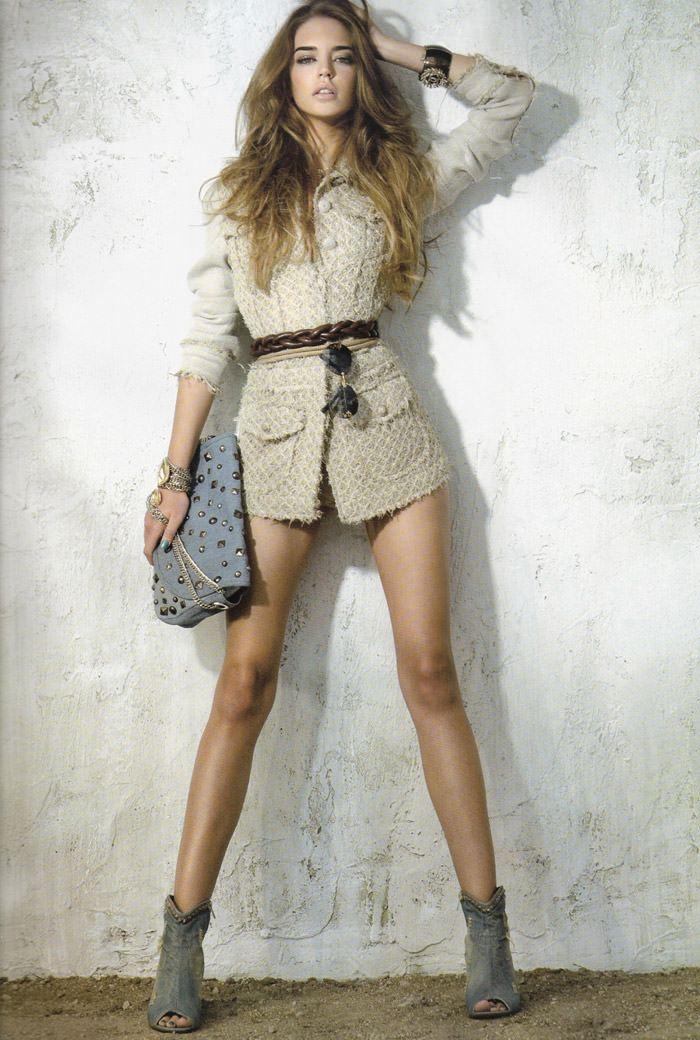 """Clara Alonso photographed by Fernando Bosch in """"Accesorios Dales Un Twist"""" for Elle España, April 2010 8"""