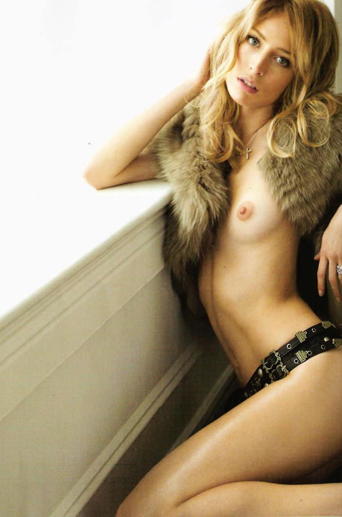 """Raquel Zimmermann photographed by Alex Cayley in """"Sola Ante El Peligro"""" for Vogue España, May 2010 8"""