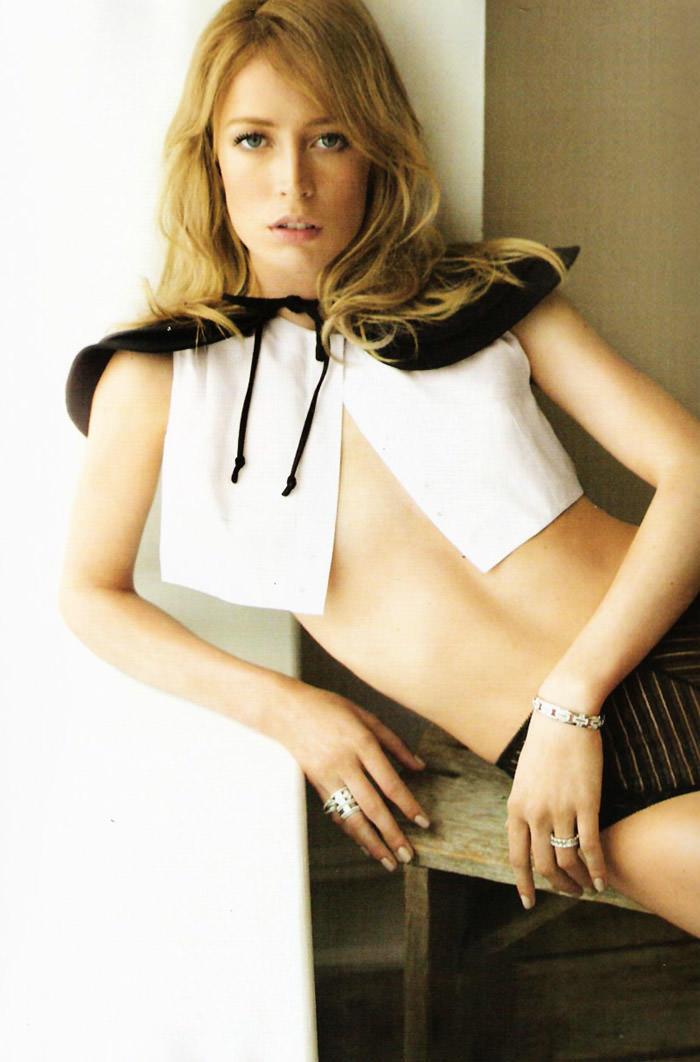 """Raquel Zimmermann photographed by Alex Cayley in """"Sola Ante El Peligro"""" for Vogue España, May 2010 9"""