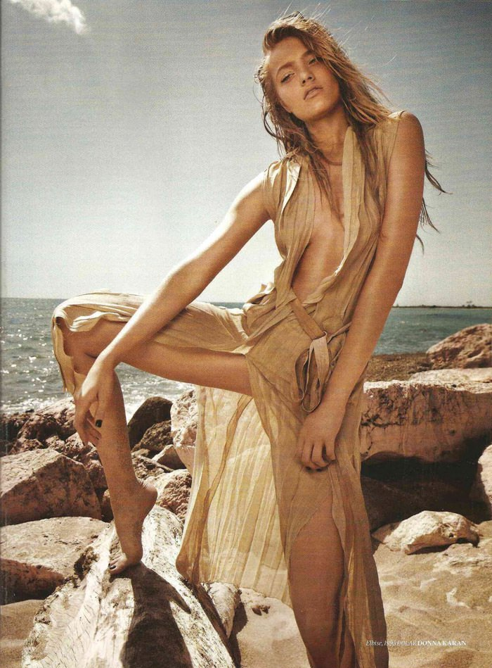 "Anna Jagodzinska photographed by Mariano Vivanco in ""Sicak Temas"" for Vogue Türkiye, June 2011 5"