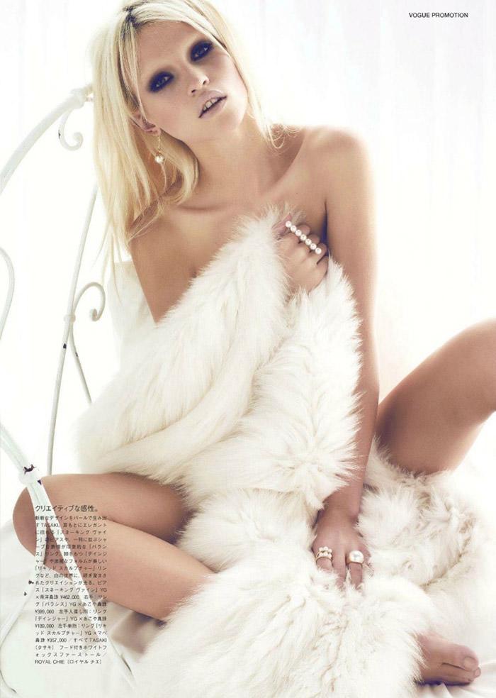 Anja Konstantinova by Henrique Gendre for Vogue Japan