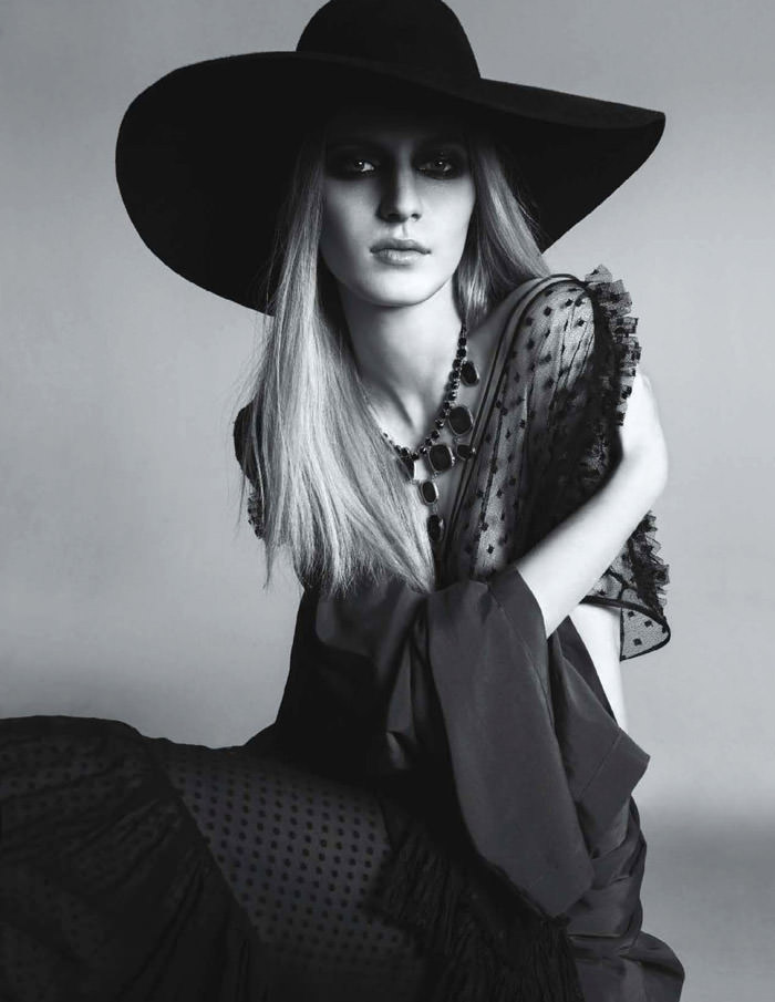 Julia Nobis photographed by Anthony Maule for Numéro #139, December 2012